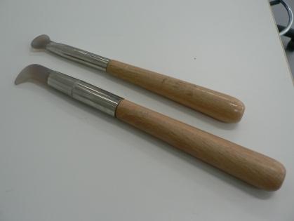 Vargtand. Används för att polera bladguld.