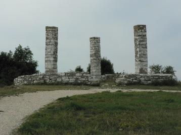 Den medeltida galgbacken i Visby står än, men utan bjälkar att hänga folk från.