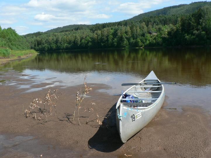Kanoten jag paddlade. Badpaus!
