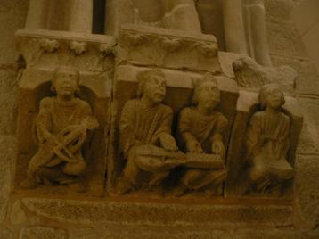 En variant av de tjugofyra äldste (från Uppenbarelseboken) spelande vevlira.
