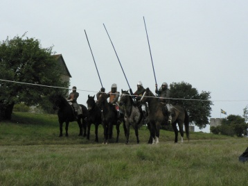 Några gutar hade hästar.