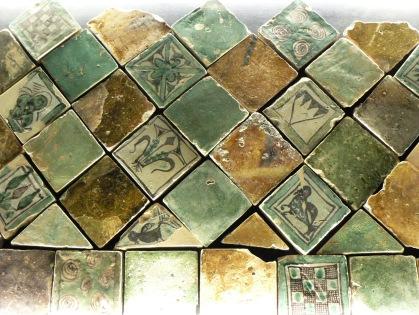 Golvplattor i kakel, bevarade efter 600 år.