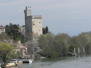 Tour de Philippe le Belle , rsterna av borgen som Filip den sköne byggde på Villeneuve-sidan av Rhöne.