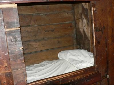 """Trångt i de inbyggda sängarna där """"Jungen"""" sov,"""