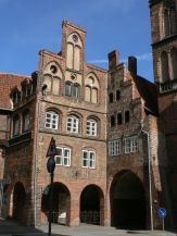 Hanseaterna byggde pampiga hus i tegel.