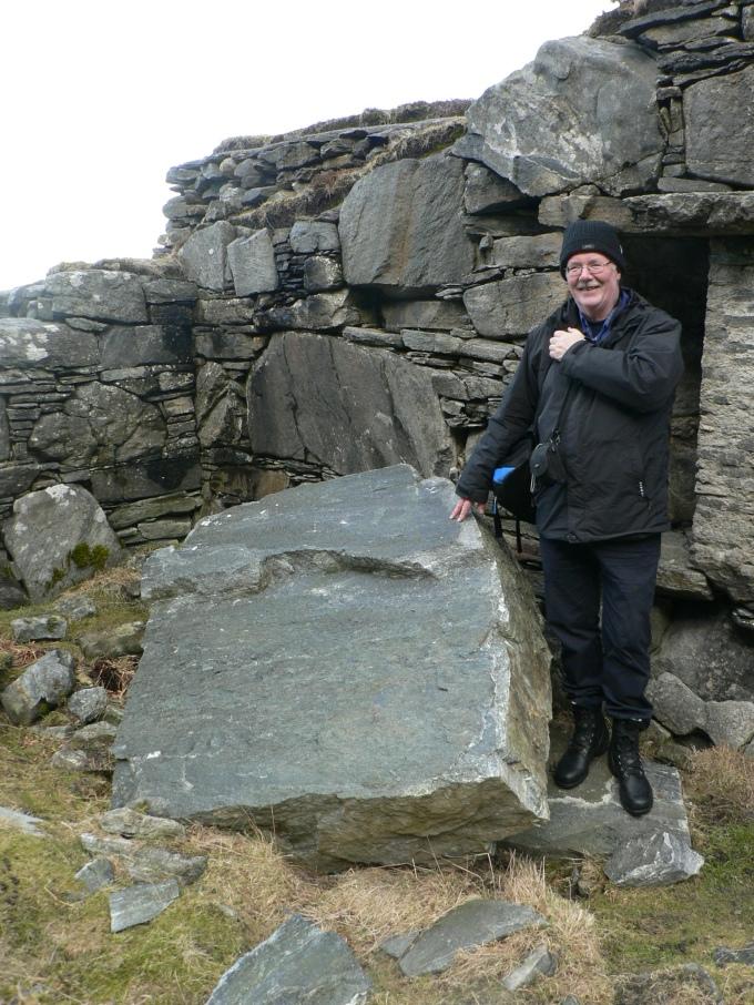 Stenen som störtade utför berget. Min guide Bjørn Jensen berättade om miraklet.